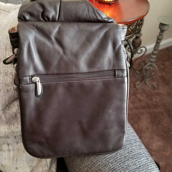 Travelon Bags   Leather Crossbody Bag   Poshmark f74ab8774b